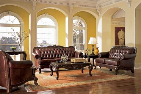 Victoria Traditional Style Living Room
