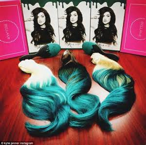 does bruce jenner have hair extensions caitlyn jenner models kylie s teal hair extensions in