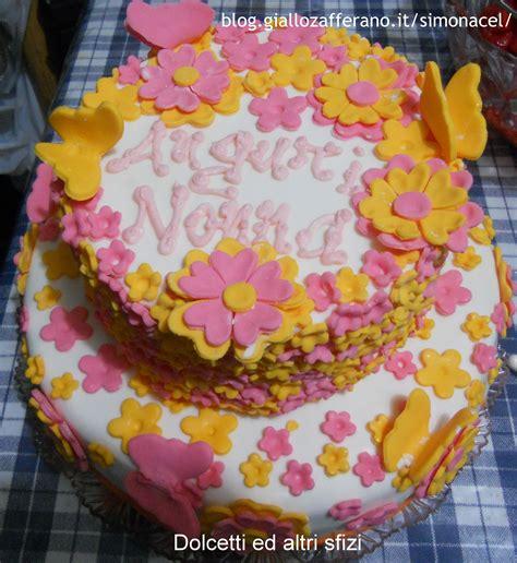 torte fiori pasta di zucchero torta in pasta di zucchero fiori e farfalle pasta di