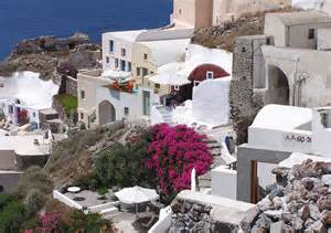 homes for in greece file cliff homes oia santorini greece jpg wikimedia commons