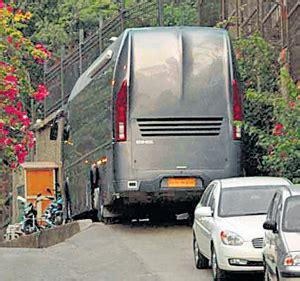 Shahrukh Khan Vanity by Volvo Vs Mercedes Buses Page 15 India Travel