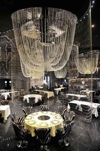 Luxus Und Modernste Technologie Treffen Sich In Einer Der Chandelier Restaurant Dubai