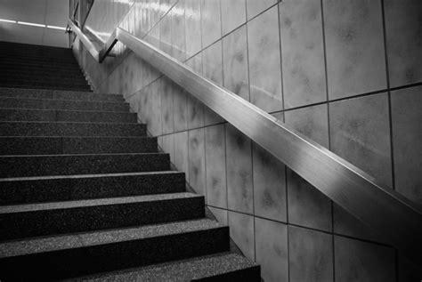 Treppe Nach Unten by Treppe In Der U Bahn Nach Unten Oder Nach Oben Foto