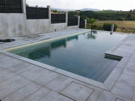 piastrelle per piscina pavimenti in pietra per piscine pavimentazioni e bordi