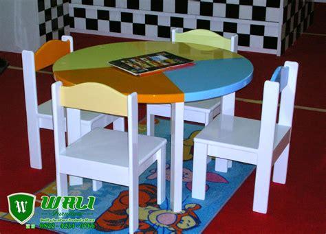Meja Dan Kursi Belajar meja kursi belajar kayu anak tk model bundar wali furniture