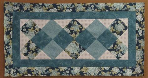 free pattern table runner happy new year and a free table runner pattern days