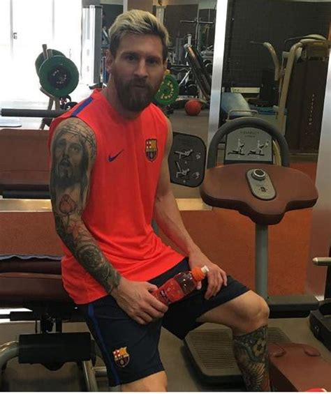 messi tattoo flower tattoos lionel messi die coolen tattoos der sport stars