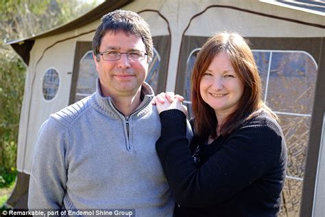 Two Bedroom Tiny House Couple With No Experience Build House In 163 50k Daily Mail