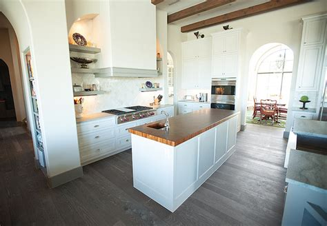 traditional white kitchen grey floor white oak