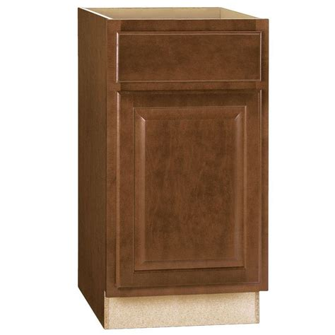 assembled 18x34 5x24 in base kitchen cabinet with 3 hton bay hton assembled 18x34 5x24 in base kitchen