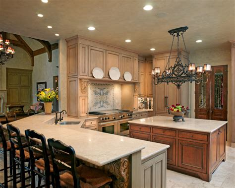 Traditional Kitchen Kitchen Peninsula Lighting