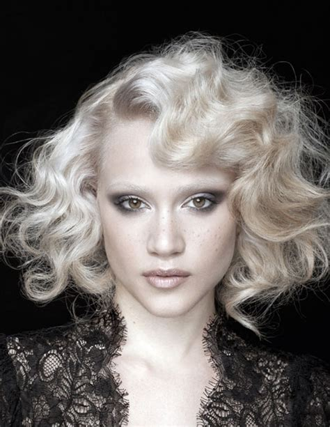 Short 20s Style Curl | women in their 20s short curly hairstyles
