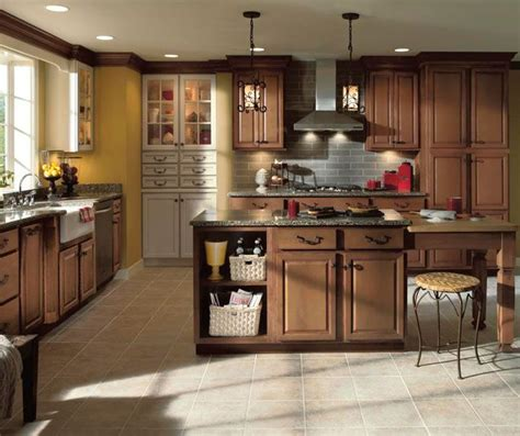 Kitchen Cabinets Aristokraft Aristokraft Radford Kitchen Cabinet Door Style Maple Wood With Cocoa Glaze Finish Aristokraft