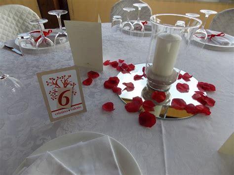 candele e petali di rosa centrotavola economico specchi candele e petali di rosa
