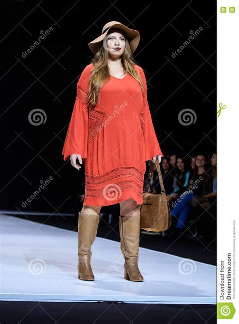 Plus Size Runway Show Fashion Week Spring Summer 2014 Ivillage | plus size model walk runway for la redoute plus size