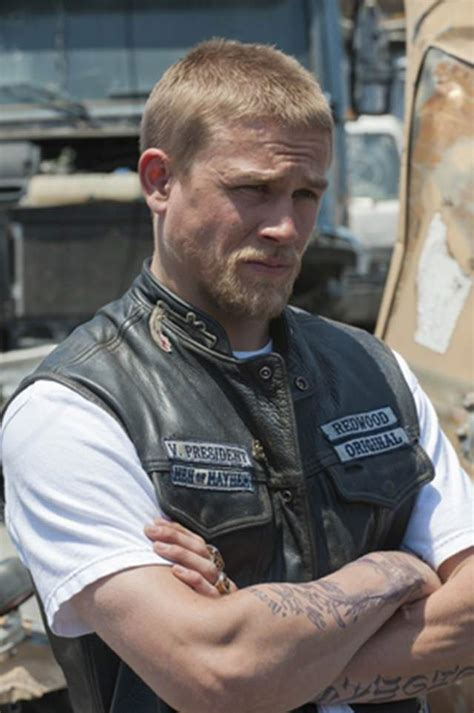 jax teller with short hair charlie hunnam the pictures you need to see heavy com