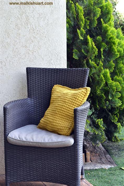 t shirt yarn cushion pattern tunisian crochet pillow made of t shirt yarn trapillo