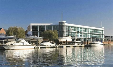 login celebrity captains club inside the captain s club in christchurch the hotel that