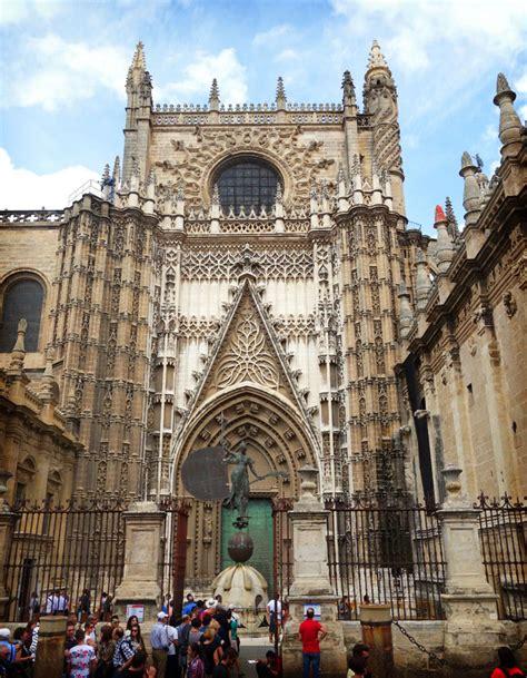 entrada catedral de sevilla recorrido tur 237 stico en el centro hist 243 de sevilla