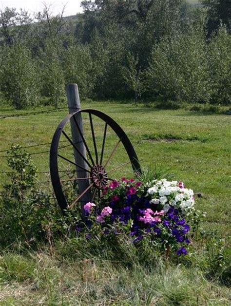 Wagon Wheel Decor Garden 17 Best Ideas About Wagon Wheel Garden On Pinterest Wagon Wheels Rustic Outdoor Decor And