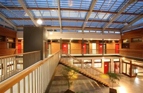 le patio chambery batiment a usage artisanal et de bureaux chambery 73