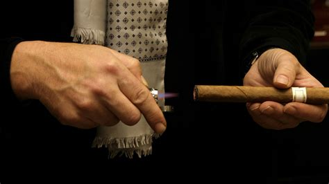 How To Properly Light A Cigar by Best Method Of Lighting A Cigar Lighting Xcyyxh