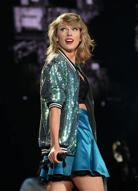 taylor swift tour july 11 us women s soccer team joins taylor swift onstage at