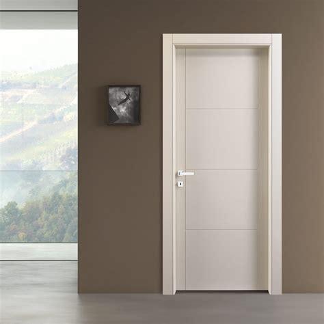 puertas de interior modernas puerta interior abatible incisa color arena bp 1037