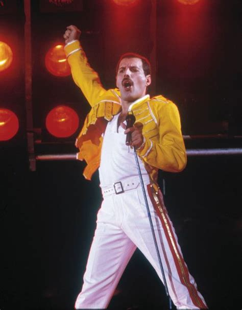 biography of freddie mercury short freddie mercury biography albums streaming links