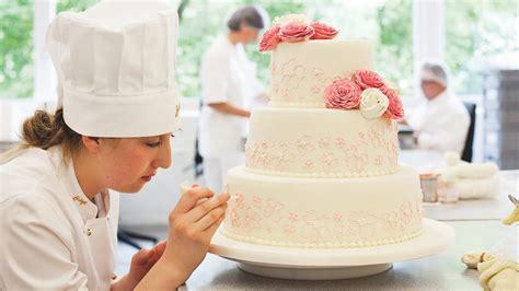 Hochzeitstorte Verzieren by K 246 Stliche Kreationen Zur Hochzeit