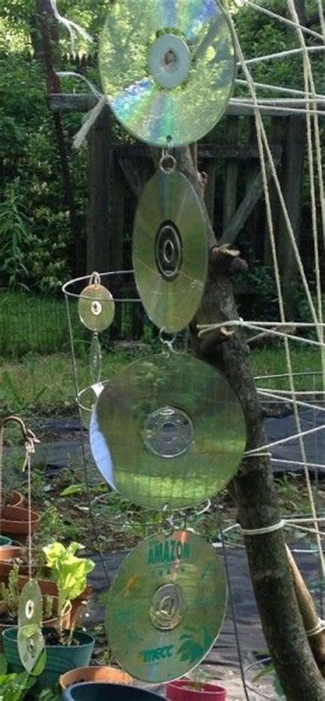 How To Keep Crows Out Of Garden by Reusing Cd S How To Keep Birds Out Of The Garden