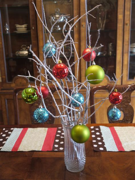 would like to make a small table centerpiece for christmas deck your halls easy centerpiece cheap crafty