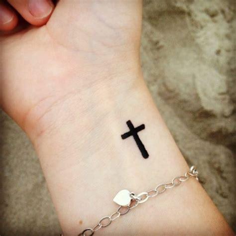 tattoo inspiration kreuz kreuz tattoo symbolische bedeutung 25 herrliche designideen