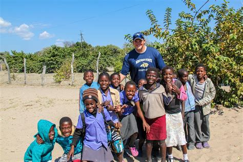 travel volunteer giving back is big in family travel