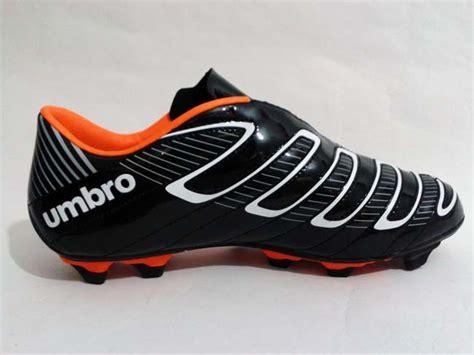 Sepatu Bola Umbro Extremis Fg A sepatu bola umbro torque a fg black white orange gudang
