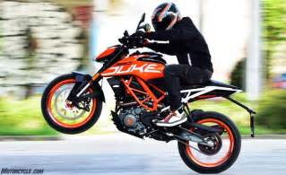 Ktm Motorcycle Pictures 2017 Ktm 390 Duke Review Motorcycle