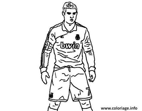 dessin de foot de ronaldo coloriage cristiano ronaldo real madrid victoire position