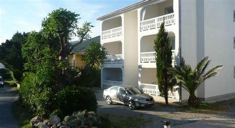 immobilien ferienwohnung kaufen insel rab preiswerte drei zimmer wohnungen mit terrasse