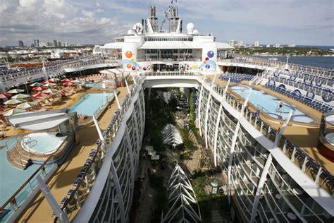 largest cruise ships oasis of the seas plus grand navire de croisi 232 re du monde