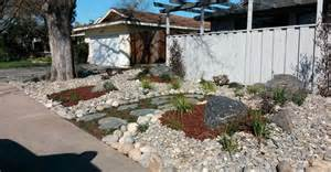 Installing Turf In Backyard Some Landscapers Are Helping Drought Stricken California