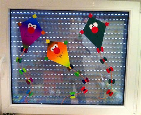 kinderzimmer fensterdeko herbst herbst fensterbild winddrachen kinderzimmer selfmadeart