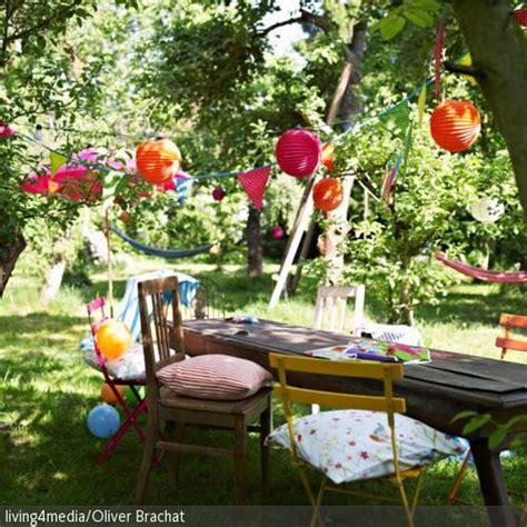 Herbst Gartenparty by Eine Bunte Wimpelkette Und Bunte Lions Als Gartendeko