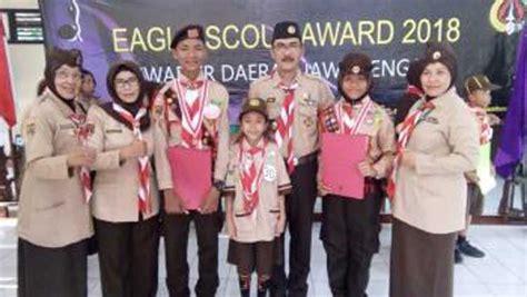 Eagle Sepatu Scout dua anggota pramuka berprestasi di eagle scout award