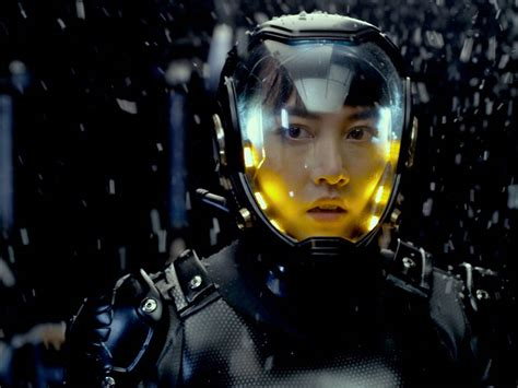 rinko kikuchi pacific rim new images from pacific rim plus test screening reactions