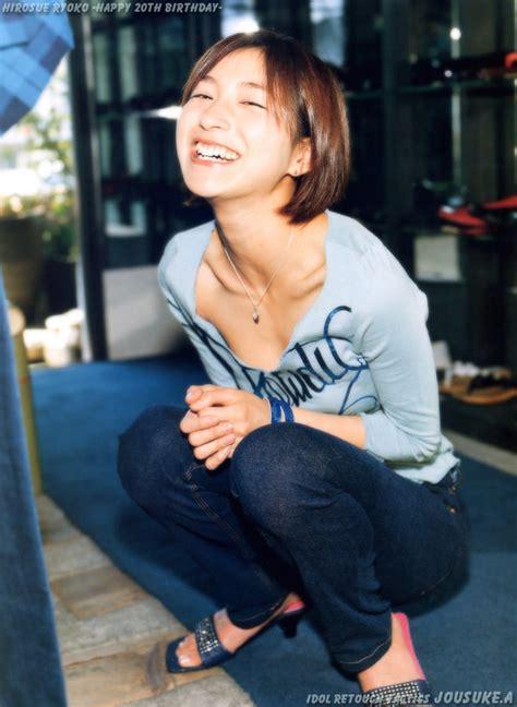 ryōko hirosue jun izutsu 着衣貧乳アイドル画像 胸チラ