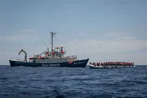 eu links charities to human traffickers the daily beast charities pay people traffickers to ferry migrants