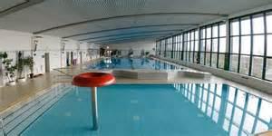 schwimmbad merseburg sportst 228 tte in merseburg die schwimmhalle l 228 sst wasser
