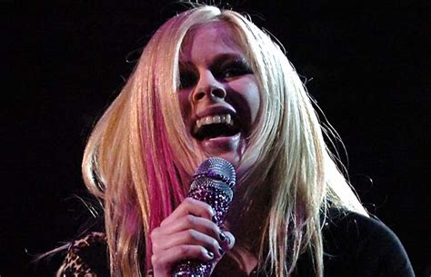 Avril Justifies Spitting On Photographers by Photos Versus Photographers The Most