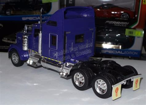 kenworth w900 canadiense 1 32 kenworth w900 aerocab purpura canadiense welly