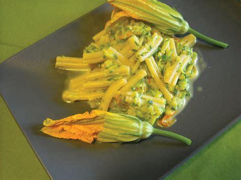 pasta con fiori di zucca e zafferano caserecce fiori di zucca zucchine e zafferano cookin around